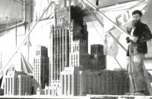 Борис Чернышев рядом с макетом своего проекта здания Министерства иностранных дел на Смоленской площади в Москве. Конец 1940-х