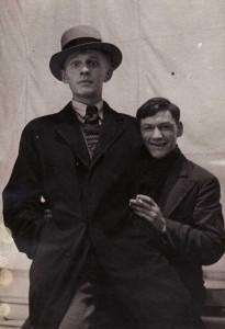 Этюд «Коля с куклой». В роли куклы – Арсений Шульц (слева). Ок. 1930